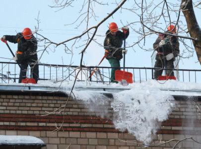 Очистка крыш от снега и сосулек в Харькове и Днепре